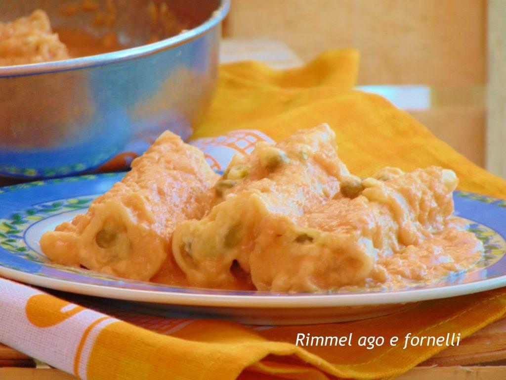 Cannelloni alla crema di cipolle con piselli e patate