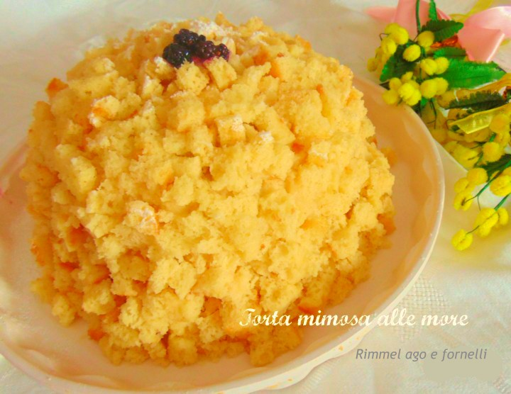 Torta mimosa alle more